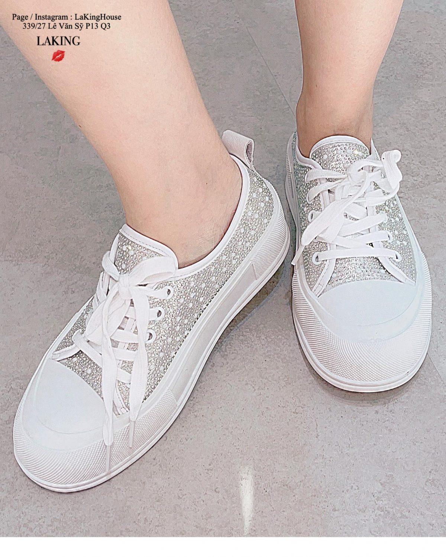 giày trắng pha lê