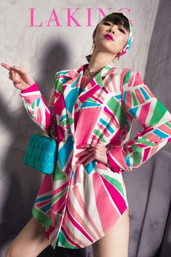 đầm vest hồng loang xanh
